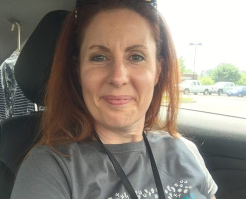 Kim Butler The URL Dr in her BlogPaws 2017 Conference Tshirt